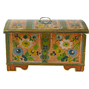 Os Style Rosemaling Decorated Miniature Norwegian Dome Top Kiste with Till, Ca 1890