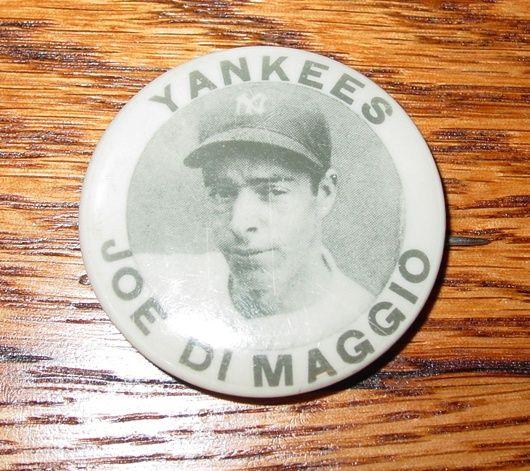 Vintage Joe DiMaggio photo pinback Yankees