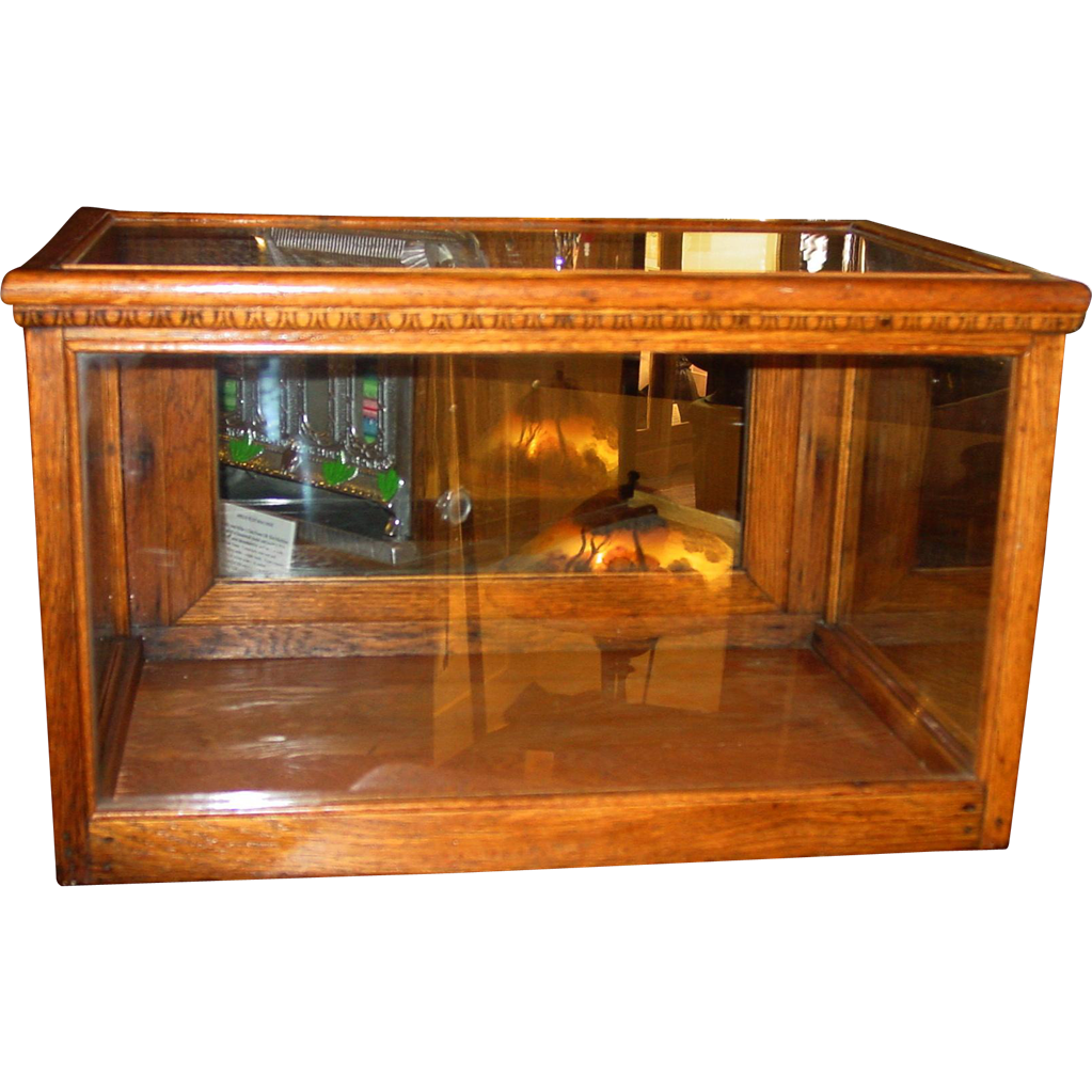 Oak tabletop display case with beading decoration