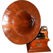 Exceptional Victor victrola Model III with quartered oak horn