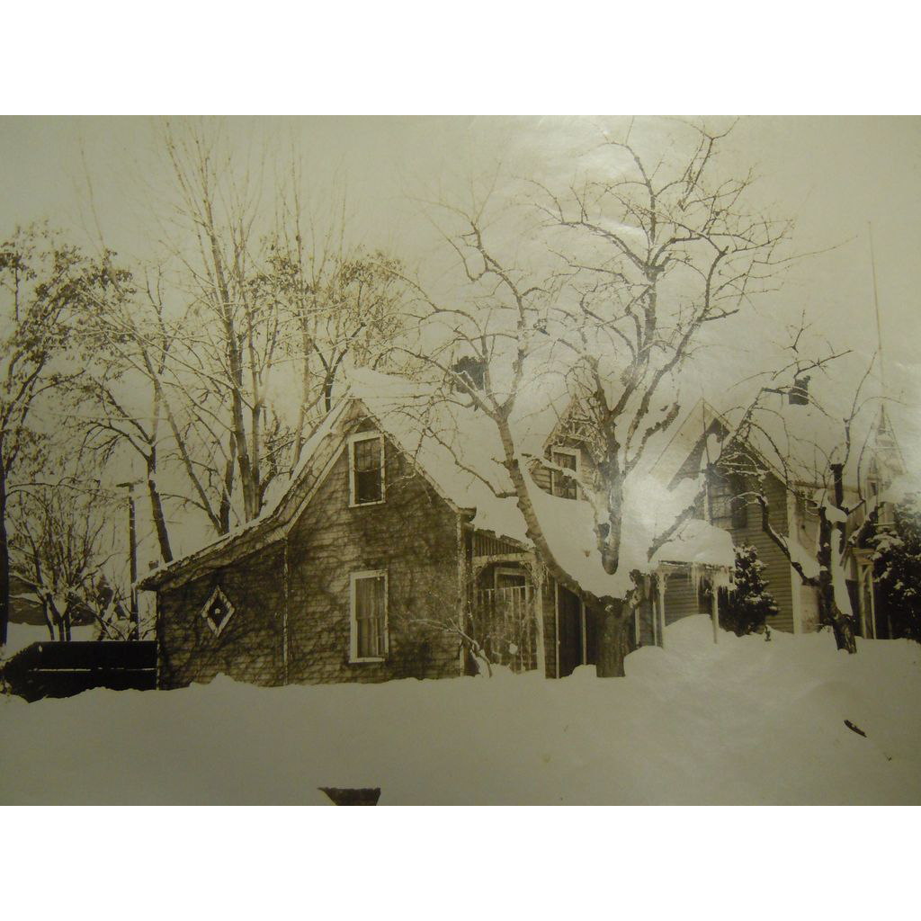 Original Vintage B&W Photograph by GIFFORD - Homestead in the Snow
