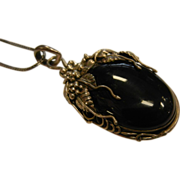 Vintage Sterling Silver Floral Decorated Polished Onyx Cabochon Pendent Necklace