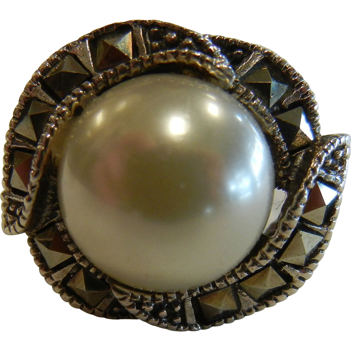 Vintage Sterling Silver Ring w/ Faceted Marcasite & Faux-Pearl