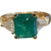 Fine 18K Gold Ring w/ Natural Emerald & Diamonds