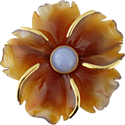 Vintage Andrew Clunn 18K Yellow Gold and Carved Agate Large Flower Brooch, c. 1960s
