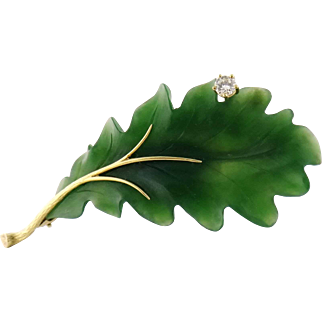 Vintage 18K Yellow Gold Nephrite Jade & Diamond Acorn Leaf Brooch