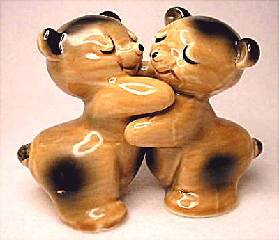 Save 20 vintage regal china ruth van tellingen bear hugs salt and from tamistreasures on ruby - Salt and pepper hug ...