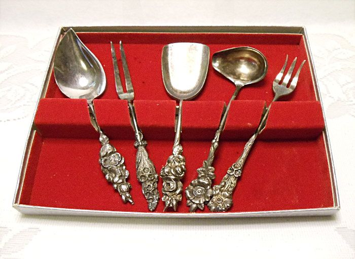 Reed & Barton Silver Plate Hostess Tea 5 Piece Serving Set - Harlequin Floral Series