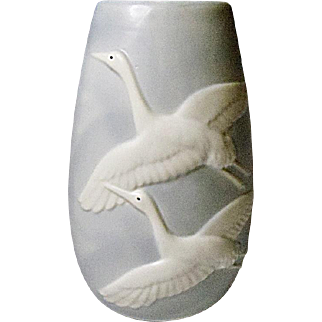Lovely Fitz and Floyd Crane Vase 1984