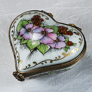 Limoges Romance Peint Main Heart Trinket Box Flowers Gold Signed Numbered Limoges Trinket