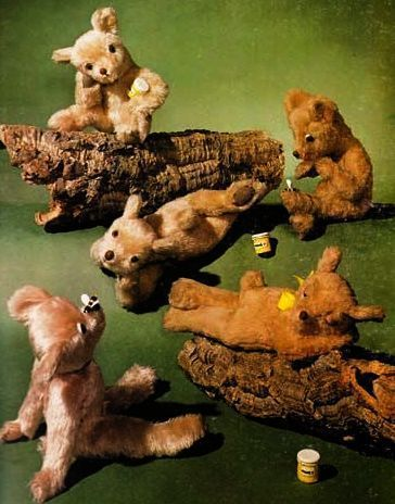 1977 'Teddy Bears and How to Make Them' Illustrated Crafts - Stuffed Animals, Sewing Patterns, Toys, History