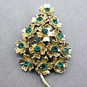 DAZZLING  Vintage Green Rhinestone Christmas Tree Pin - Goldtone / Floral Design / Brooch