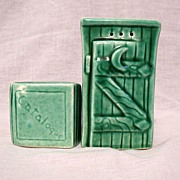 Vintage Collectible Salt & Pepper Shakers in The Shape of An Outhouse With Catalogue 1940-50s Mint Condition