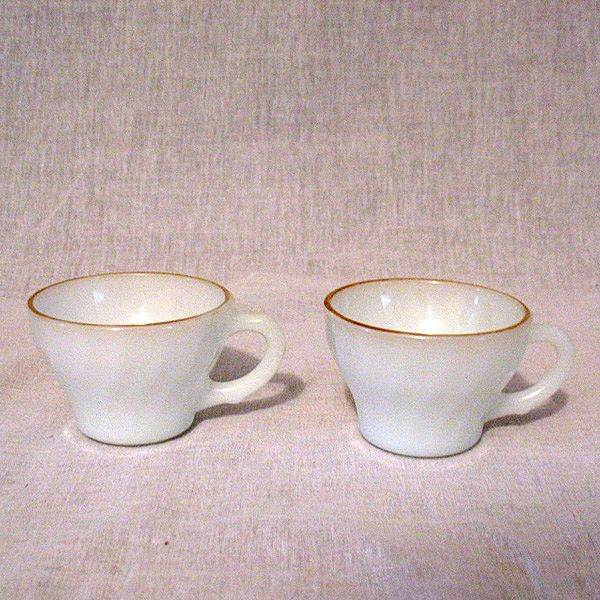 Vintage Collectible (4) Anchor Hocking Fire King Shell Demitasse Cups Gold Trim Rim 1972-76 Mint