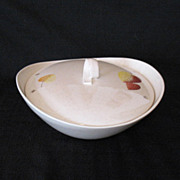 Vintage Retro/Mid-Century Metlox Vernon Ware 1 ½ Quart Casserole With Lid In The Sherwood Pattern 1958-65 Mint Condition