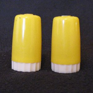 Vintage Collectible Yellow Plastic S & P Shakers Urish Dairy Paw Paw & Compton 1950s Excellent Condition