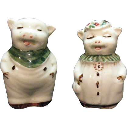 Vintage Pair of Shawnee Small Pig Shakers 1940-50s Very good Condition
