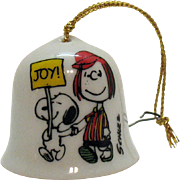 Vintage Ceramic Christmas tree Ornament Peanuts Character Peppermint Patty on a small Bell 1958/1966 Good Condition