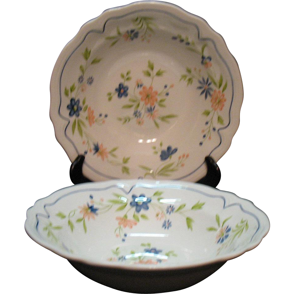 Two Vintage Federalist Ironstone Round Vegetable Bowls 1960-70s Floral Motif Very Good Condition