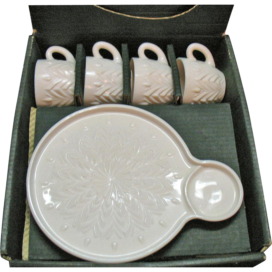 Vintage Jeannette Shell Pink Milk Glass 4 Hostess Place Settings 1957-1959 Original Box Good Condition