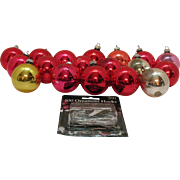 18 Vintage Large 2 ¼ inch Shiny Brite Glass Christmas tree Ornaments 1950s Good Condition