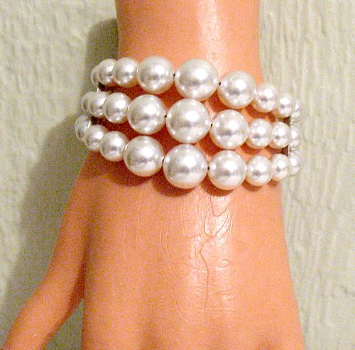 50% OFF~Big Bold Memory Wire Bracelet Wrap White Glass Pearls