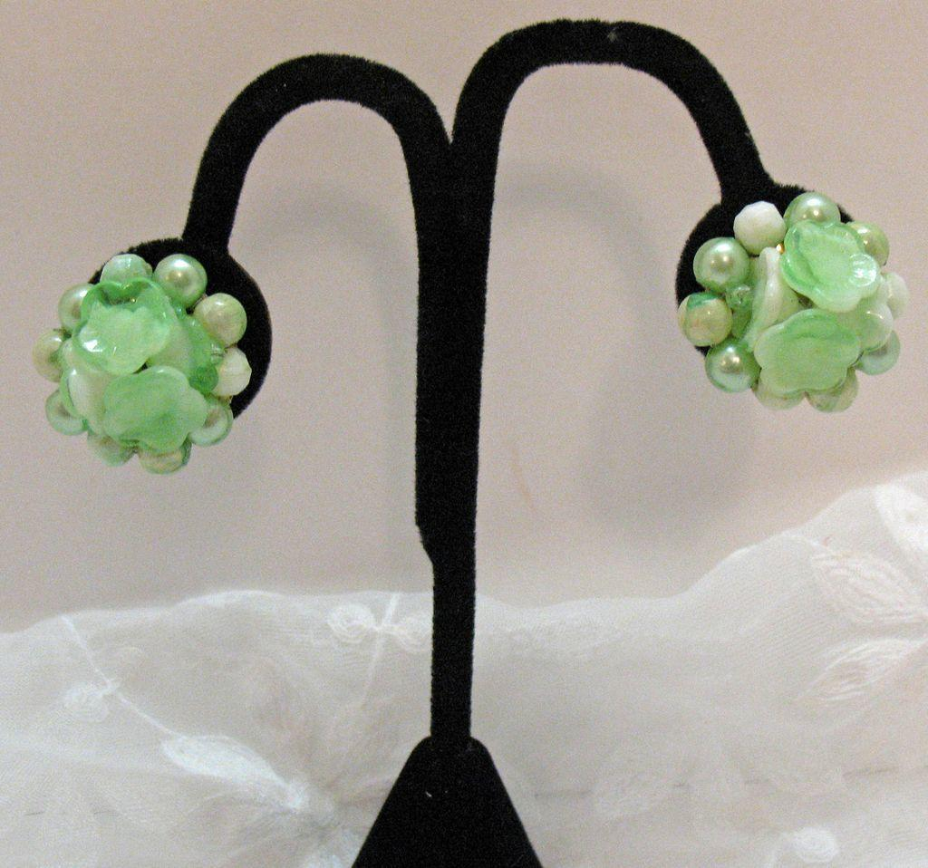 50% OFF~Fabulous Vintage Earrings Green Thermoset Flowers Clip Signed Hong Kong