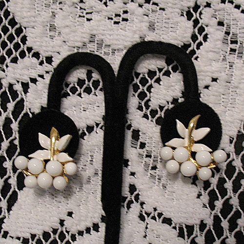 50% OFF~Unique Vintage White Milk Glass Beaded Clip Earrings Enameling~UNWORN