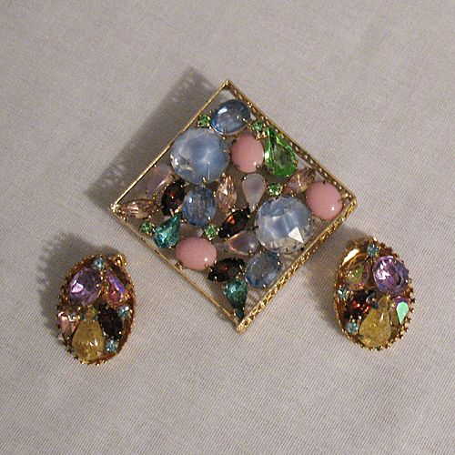 50% OFF~GORGEOUS Vintage Kramer of New York Brooch Earrings Set~Art Glass Rhinestones