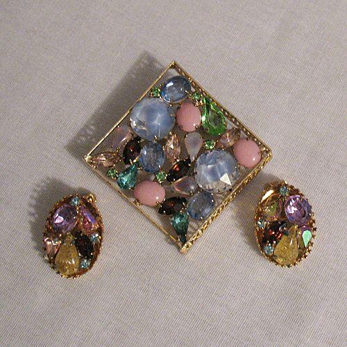 60% OFF GORGEOUS Vintage Kramer of New York Brooch Earrings Set Art Glass Rhinestones
