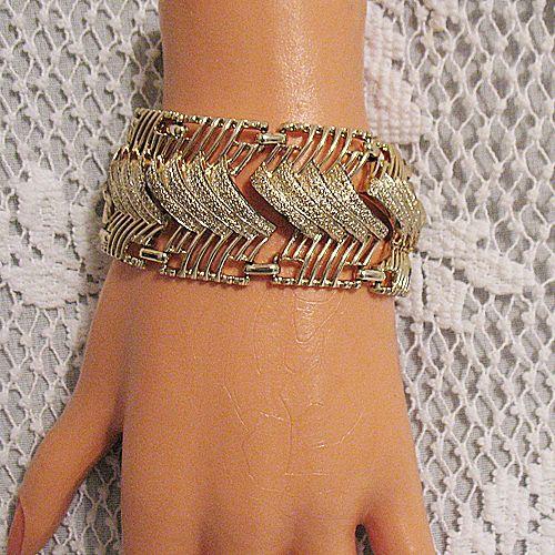 50% OFF~Bold Vintage Signed Coro Pegasus Gold Plated Bracelet