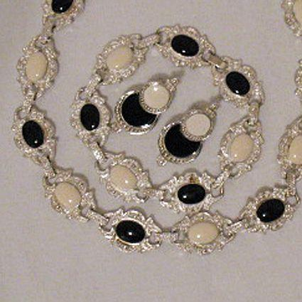 50% OFF~Vintage Necklace Bracelet Pierced Earrings Set Black White Poured Glass Enameling