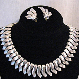 Really Awesome Vintage Cleopatra Collar Necklace Earrings Set