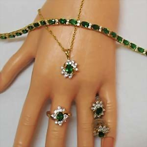 Simulated Vintage Emerald Parure Necklace Ring Bracelet Earrings