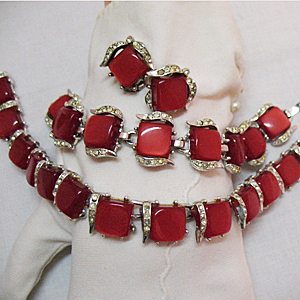 Yummy Vintage Red Moonglow Parure Necklace Bracelet Earrings