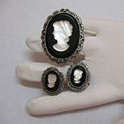 Beautiful Vintage Black White Glass Cameo Brooch Earrings Set