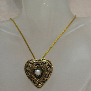 50% OFF Exquisite Vintage Heart Faux Pearl Pendant Necklace Brooch