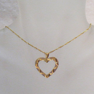 Beautiful Vintage 14K Gold Heart Pendant Necklace~Italy