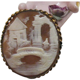 Antique Victorian Gold Carved Shell Cameo Brooch
