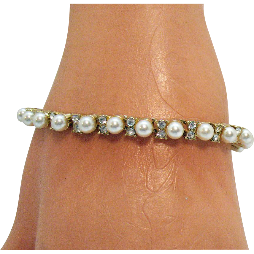 Beautiful Vintage Faux Pearl Diamond Line Bracelet