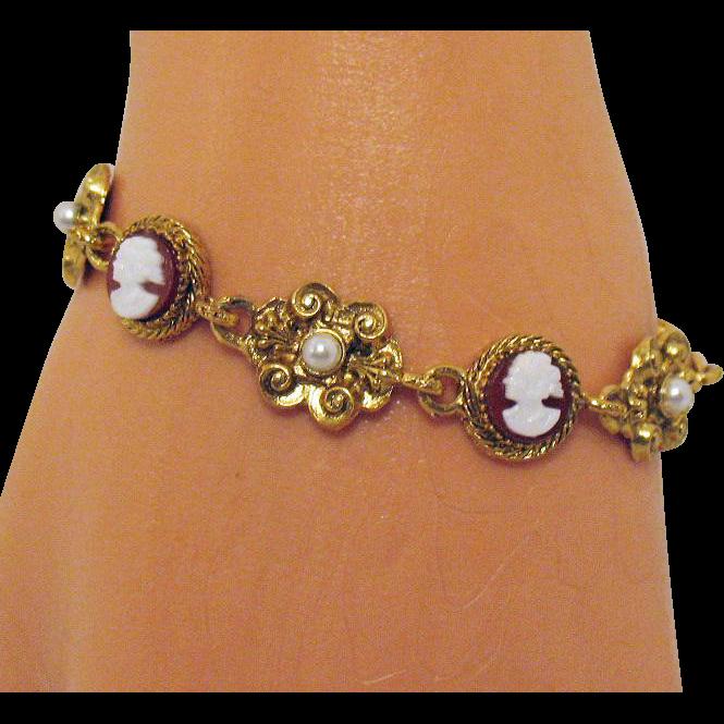 Rare Vintage Signed Art Glass Cameo Flower Faux Pearl Bracelet