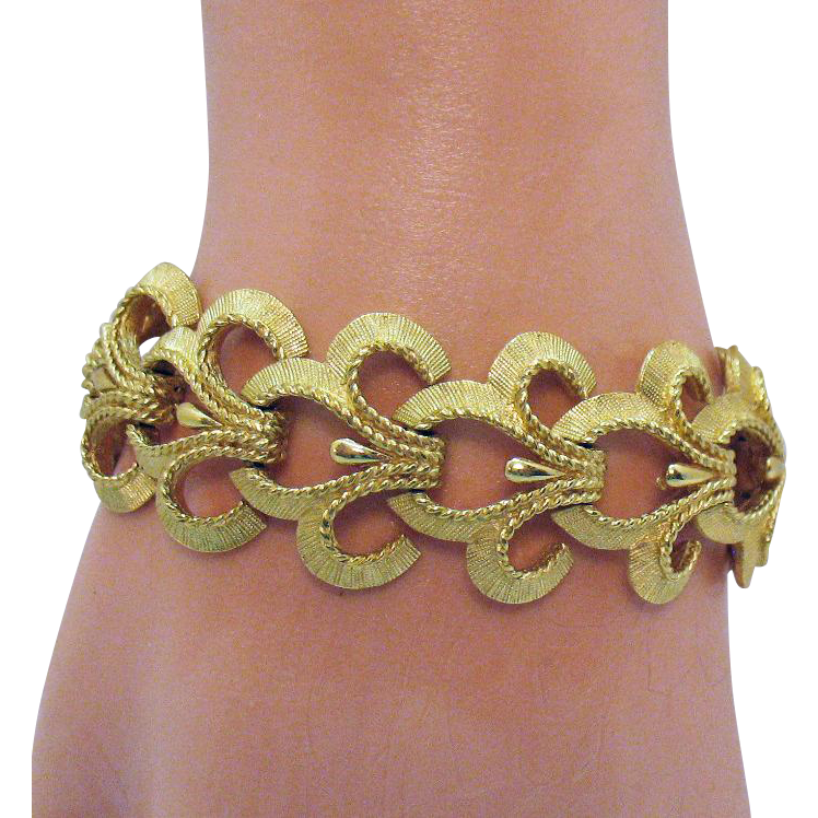 Gorgeous Signed Crown Trifari Vintage Bold Golden Bracelet