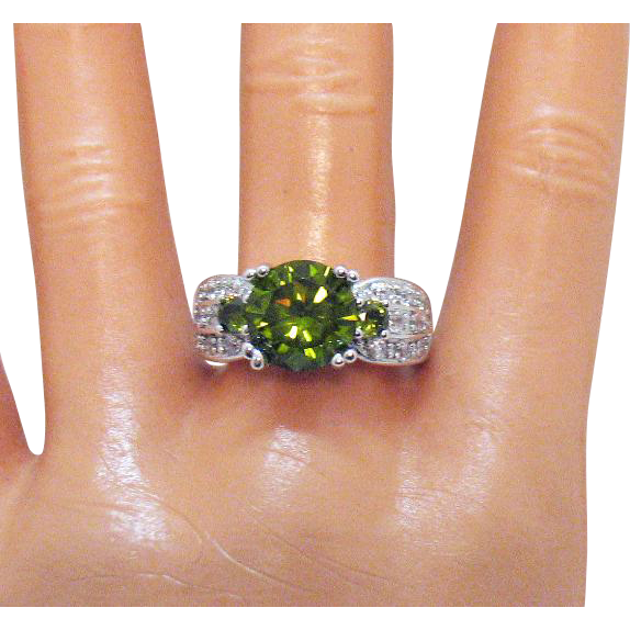 Stunning Vintage Simulated Green Garnet Pava Cubic Zirconia's Sterling Silver Ring