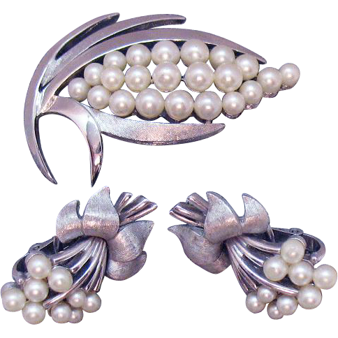Vintage Signed Crown Trifari Silver Metal White Faux Pearl Brooch Clip Earrings Set