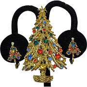 Wonderful Vintage Signed Art Rhinestone Christmas Tree Brooch Clip Earrings Set