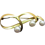 Signed Mikimoto Stunning Vintage 14K Gold Pearl Brooch