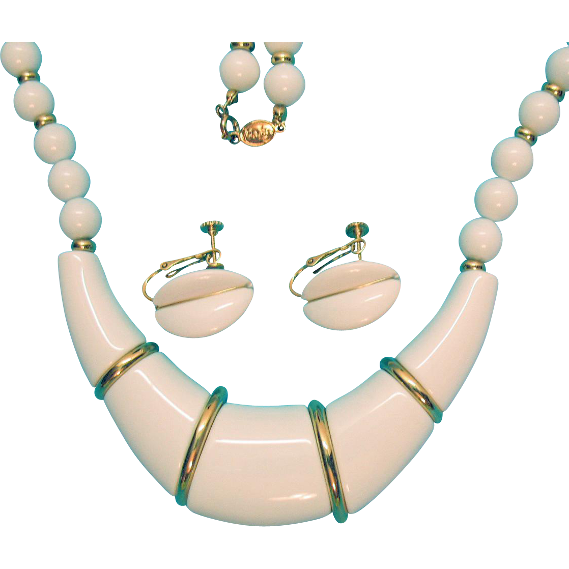 Fresh Vintage Signed Napier Shiny White Lucite Necklace Earrings Set