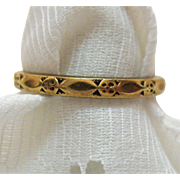 Antique Victorian Embossed 14K Yellow Gold Band Ring