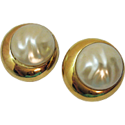 Gorgeous Vintage Bold Faux Mobe Pearl Golden Clip Earrings