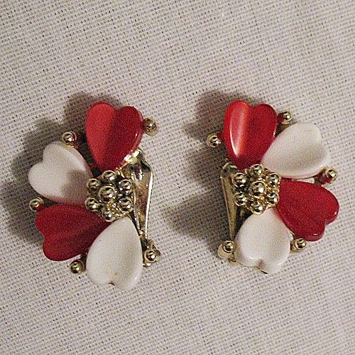 50% OFF~Fun Vintage Thermoset Heart Clip Earrings~Mint